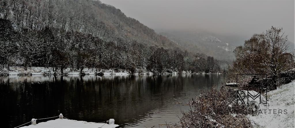 Der Nahe-Stausee in Niederhausen im Schnee