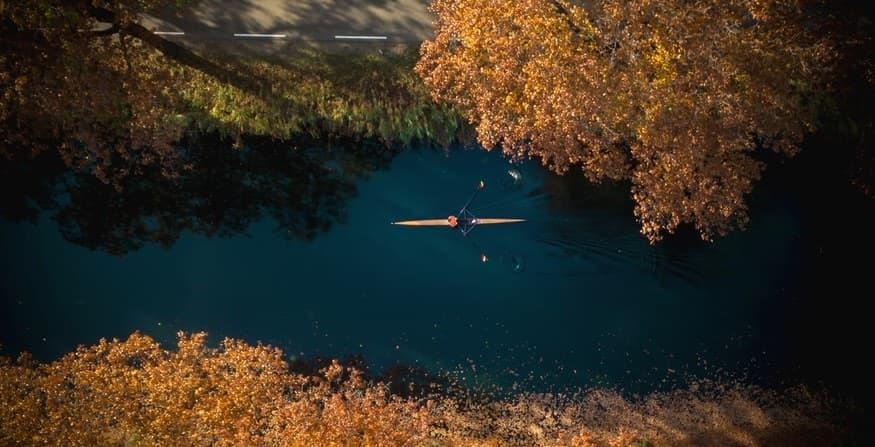 Luftaufnahme eines Einers im Herbst. Photo by Erwin Doorn on Unsplash
